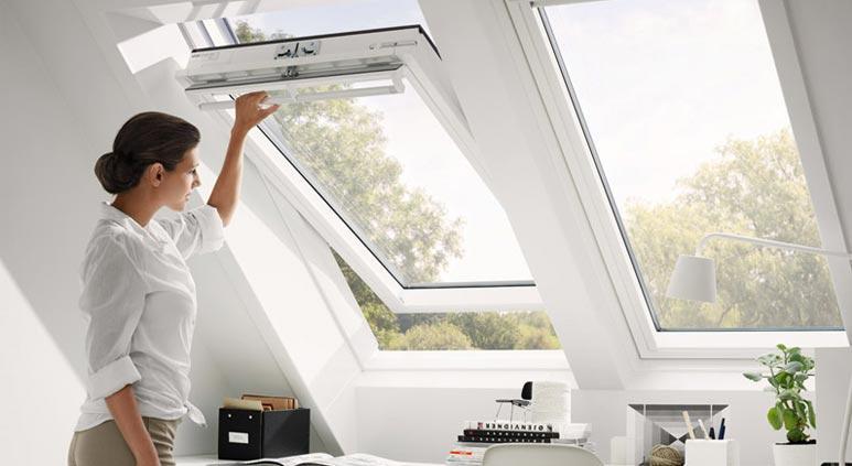 این پنجرهها با یک شیب امکان باز شدن به سمت بالا را دارند.