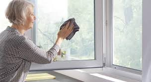 استفاده از این نوع دربها و پنجرهها از الویت بالایی برخوردار است. به راحتی و آسانی میتوان تنها با استفاده از آب و صابون این نوع در دربها و پنجرهها را تمیز کردن و آنها را مانند روز اول درخشان و براق نمود.