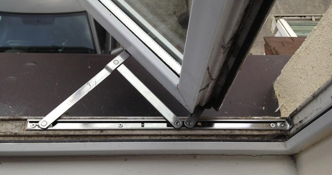 بررسی یراق آلات در نگهداری درب و پنجره دوجداره UPVC